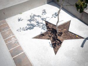 星形に抜いて固めたコンクリート